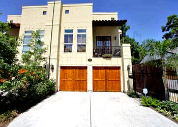 Houston townhomes for sale: Rice Military townhomes