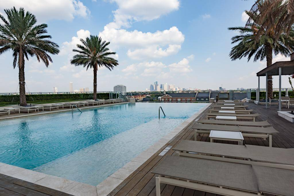2727 Kirby Houston Pool Amenities
