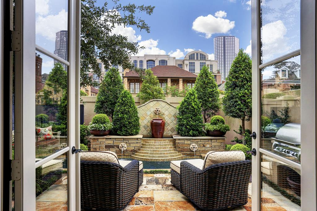Some New Construction Patio Homes Are Available In The Central Houston Are,  Notably With The Heights And Rice Military.