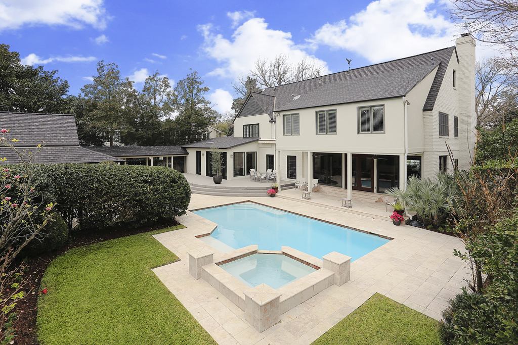 Houston Luxury Home With Pool