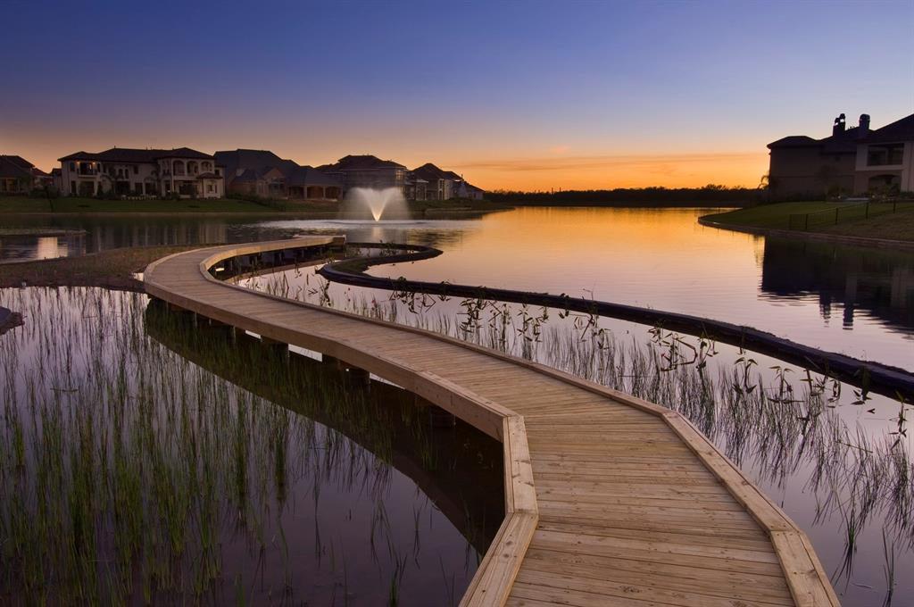 Best Sugar Land Neighborhoods With Top Schools, Good Amenities, & Great Access